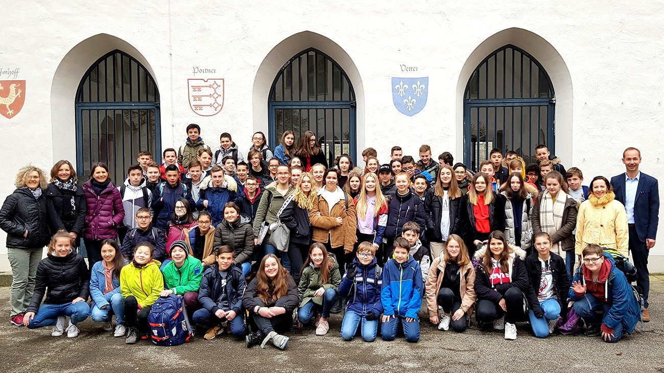Die französischen und deutschen Schüler mit den Lehrerinnen Mylène Dumont, Nadège León, Christina Luquet, Noelle Mignon und dem Stv. Schulleiter Uwe Barfknecht