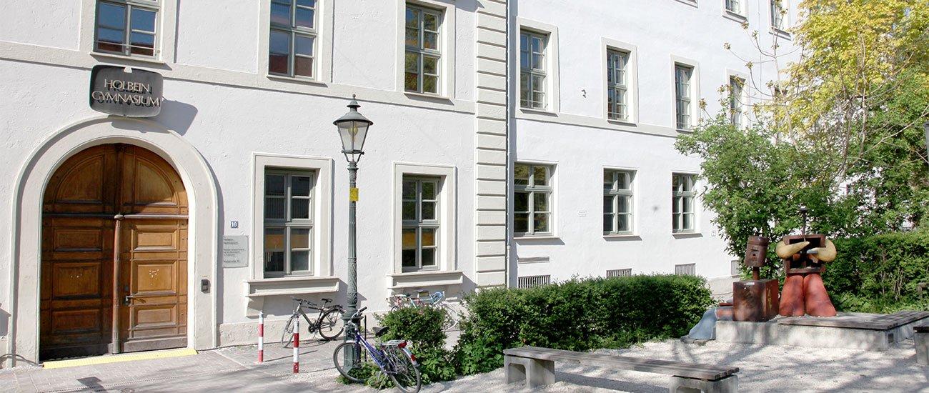 Eingang zum Holbein-Gymnasium
