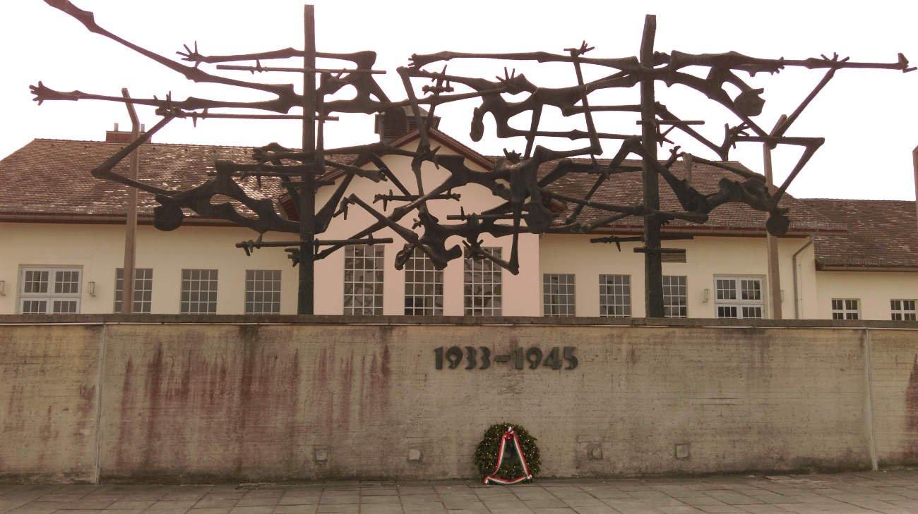 Blick auf das Museum in der KZ-Gedenkstätte Dachau